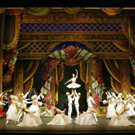 http://www.balletandopera.com/photos_info/perfomance/mar_nutckraker/nutcracker_herm1b.jpg